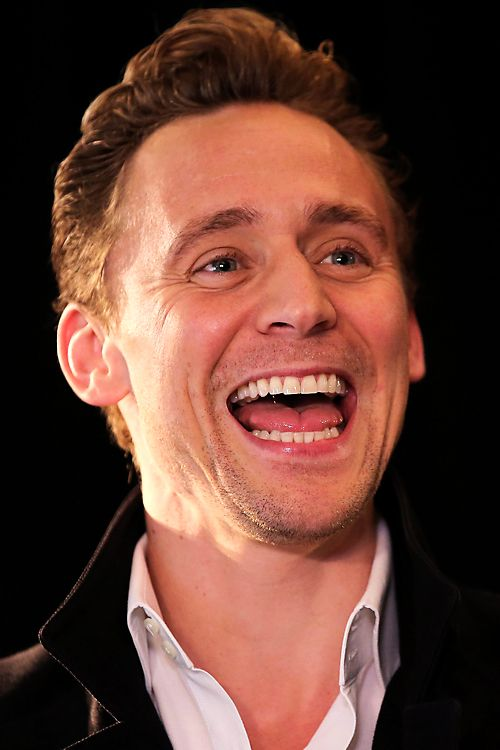 Tom Hiddleston attends a press conference for the Vietnam location filming of 'Kong Skull Island' in Hanoi on February 21, 2016. Source: http://www.weibo.com/1846858632/DiUZy7rBz?from=page_1005051846858632_profile&wvr=6&mod=weibotime&type=comment#_rnd1456098077344 Full size image: http://ww4.sinaimg.cn/large/6e14d388gw1f17cd0b9p5j235s23wgz9.jpg