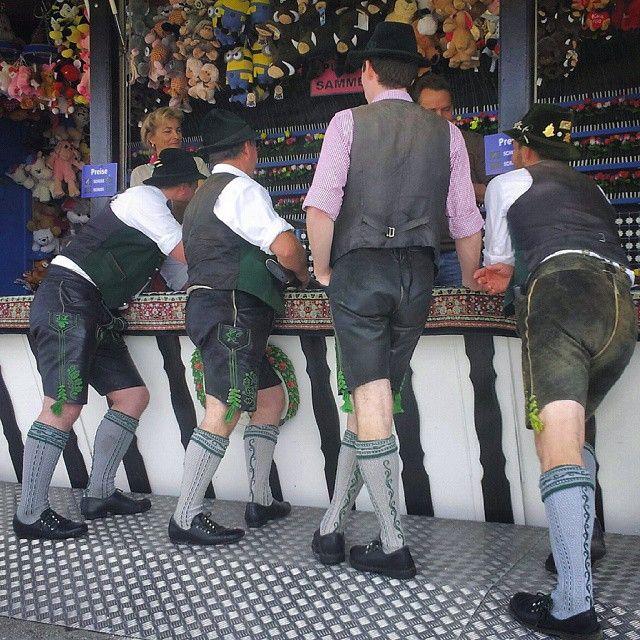 Oktoberfest .. boys go out on wednesdayafternoon #Wiesn #oktoberfest #schießstand #lederhosen #maß #chicken #music #boysdayout #dirndl # theresienwiese #München #instagood #oneLiter #october #friends #trachten #beer #amusement #invitation #tradition #people #madness #goodlife #nosorrow #bayern #alps #mountainmaniac #brezn #laughing #humor #bavaria