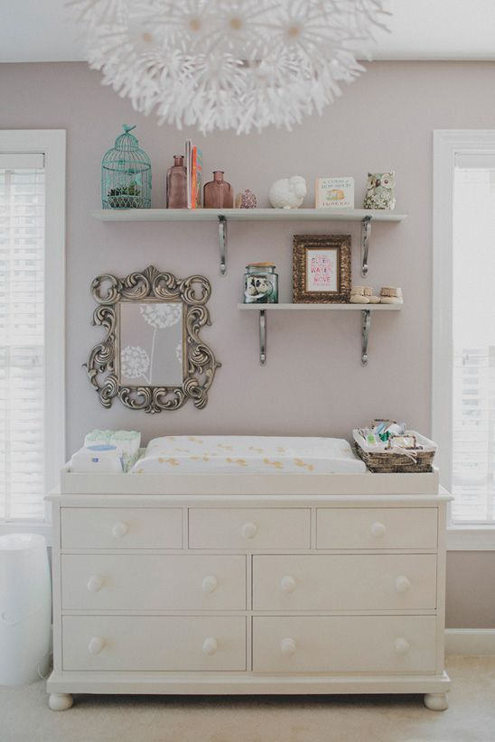 comment organiser et d corer la chambre de votre b b changing station open shelving and nursery. Black Bedroom Furniture Sets. Home Design Ideas