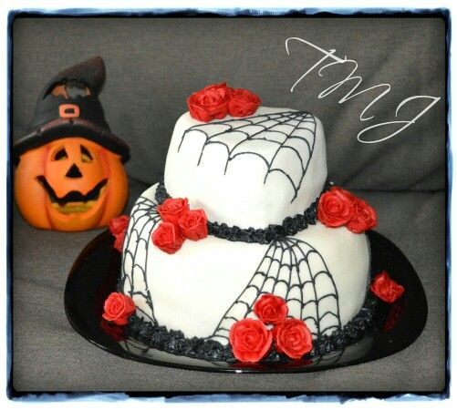 #halloween #birthdaycake #decorated with #royalicing #red #roses #spiderweb