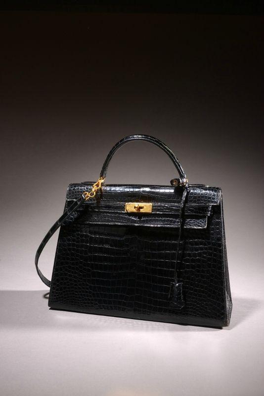 """Hermès Paris Made in France, Sac """"Kelly"""" 33 cm en crocodile porosus noir"""