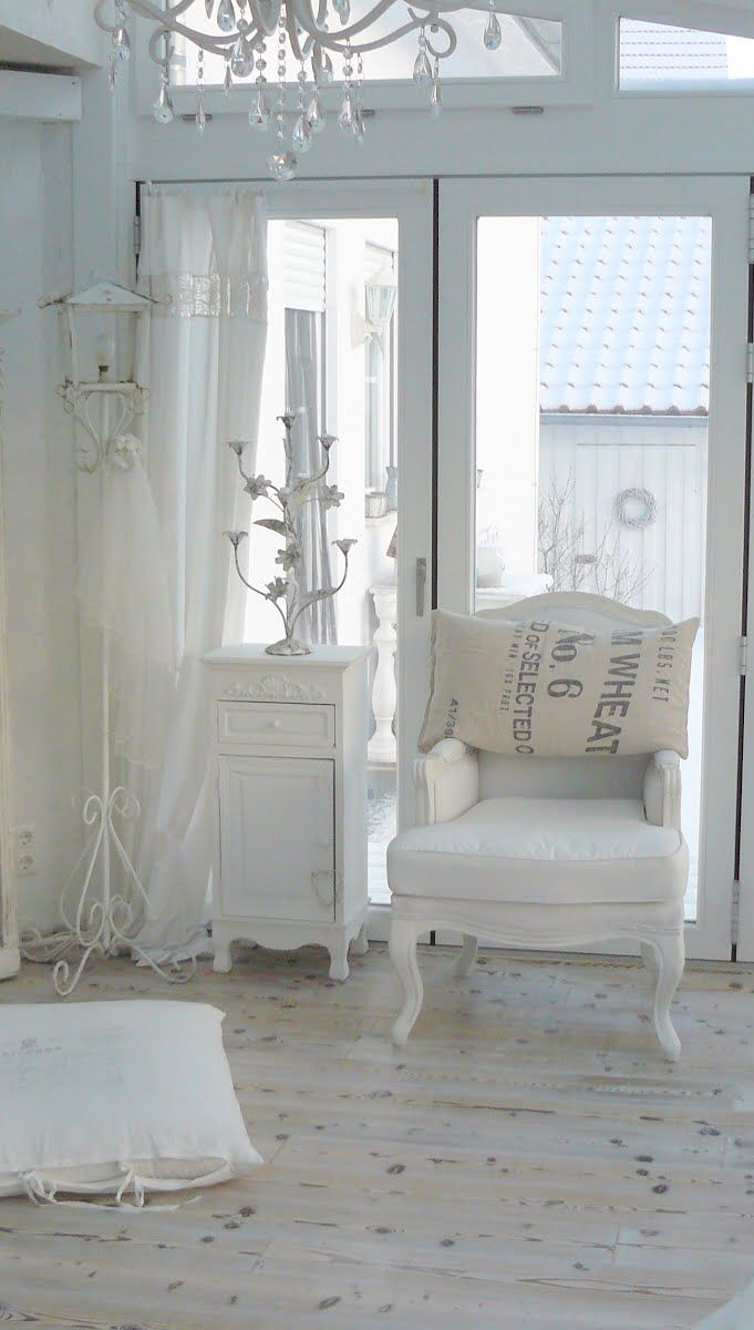FLOOR #Shabby #Chic, just so clean! It would never work in my house. http://www.myshabbychicstore.com