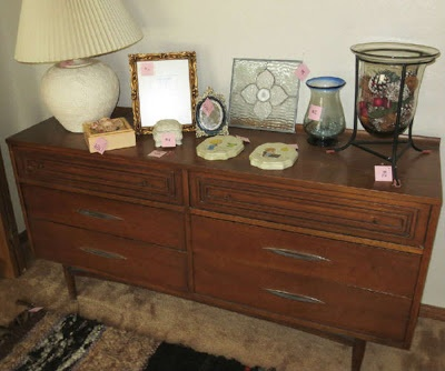 Broyhill Sculptra Dresser At Austin Garage Sale. Vintage Furniture DressersGarage