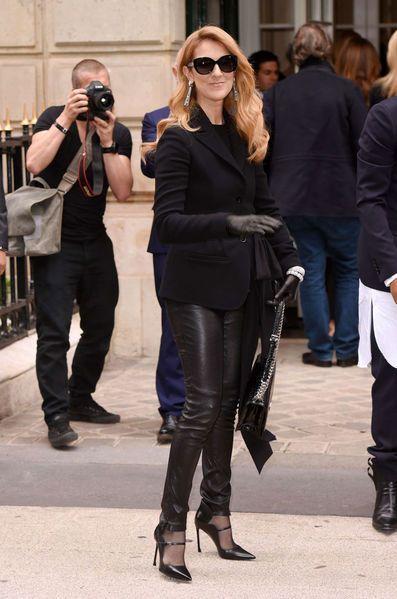 A Paris, la semaine de la haute couture a commencé dimanche 3 juillet. Jusqu'à jeudi les maisons les plus prestigieuses dévoileront leurs collections automne hiver 2016-2017. Lundi 4 juillet, c'était au tour de Christian Dior. Défilé de star autour du podium.
