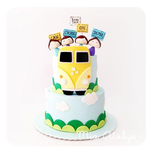 Bu pastayı 4 yakışıklı sınıf arkadaşı Can, Okan, Efe ve Demir'in ortak doğumgünü partileri için hazırladık:) 4'ü de 8 yaşına giriyormuş, hepsine daha nice mutlu seneler diliyorum ve yanaklarından ö...