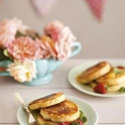 Fluffy pancakes with honey butter/Pofferigste plaatkoekies met heuningbotter