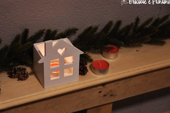 lanterna in legno a forma di casetta