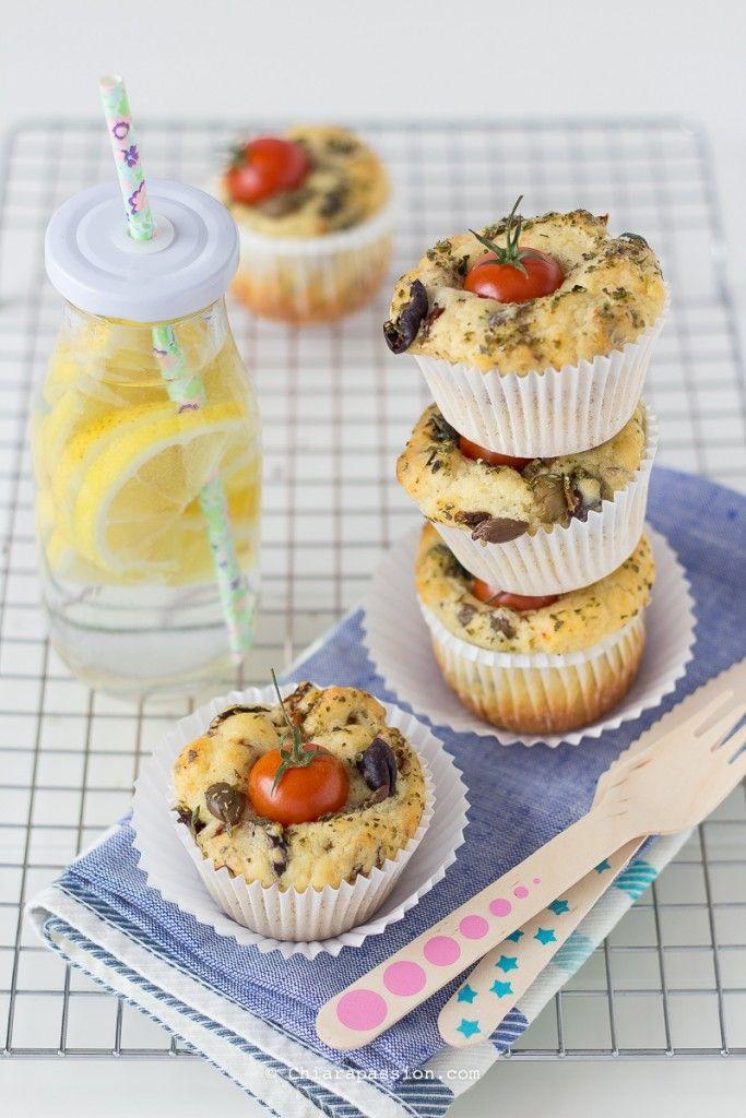 Muffin con olive taggiasche e pomodorini