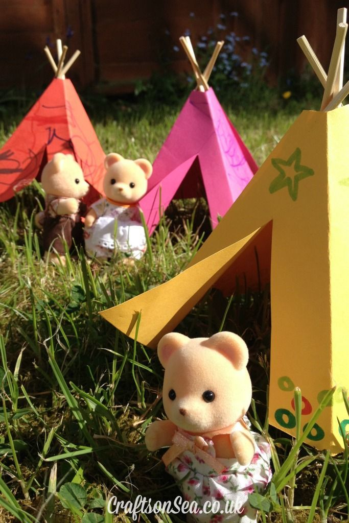 How to make a toy teepee - my kids will love this and there's a template with it. Now the toys can go camping too!