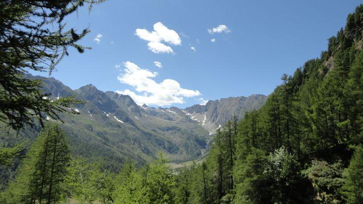 val pellice sopra il rifugio Jervis 2000 mt si vede il Monviso