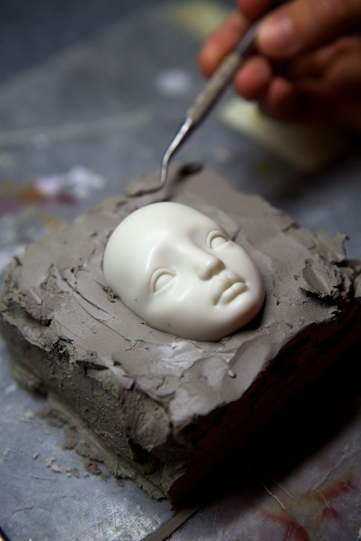 Mold-Making, at The Enchanted Dolls shows how she paint the eyes as well. Interesting