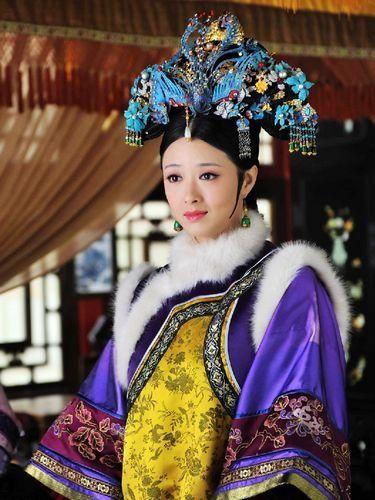 Qing dynasty winter attire of royal consort. Hua Fei/ Nian Shi Lan from Zhen Huan Zhuan.