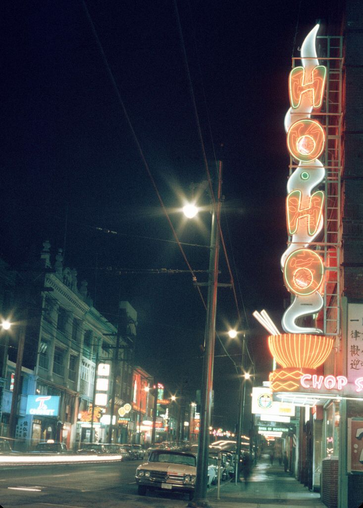 East Pender Street at night, City of Vancouver, late 1960's http://www.fooshoho.com/history/history.html Here's what the building on the right looks like now (2014): https://www.flickr.com/photos/vancouverbyte/13922163789/