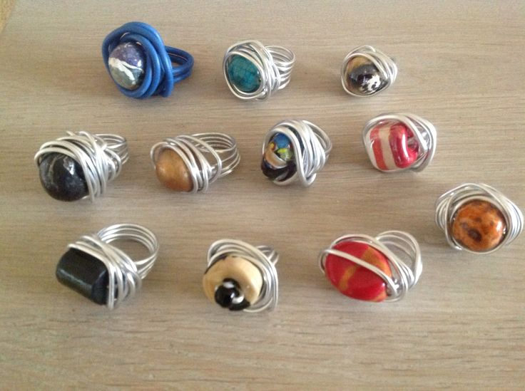 Leuke ringen van draad en stenen