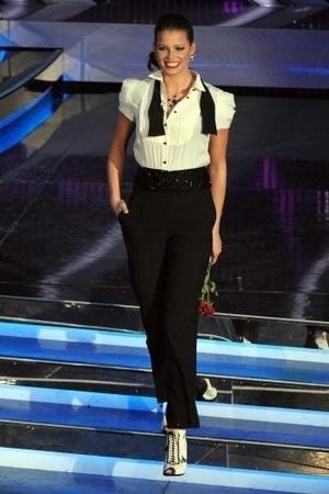 Sanremo 2012 Ivana Mrazova veste Moschino