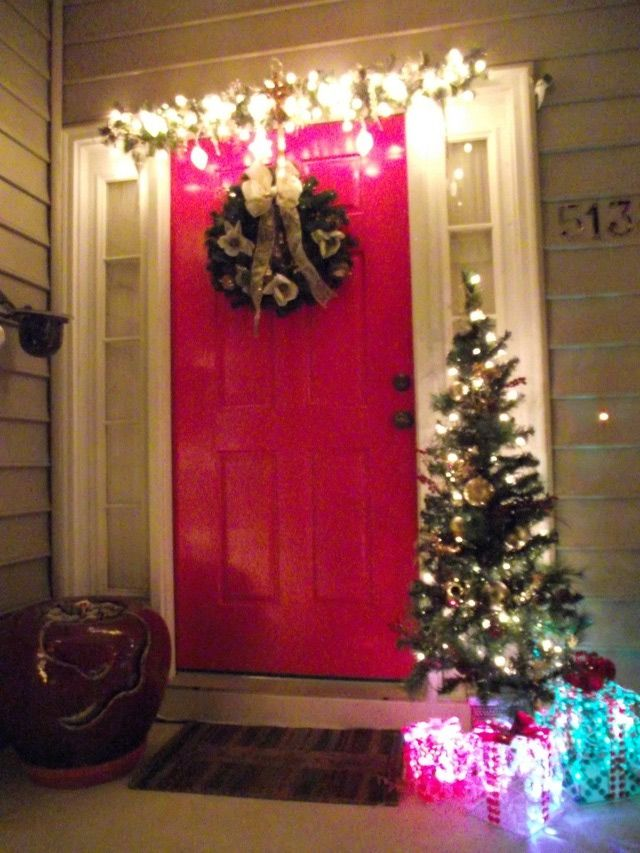 Outdoor Holiday Decorating Ideas for Front Entryways