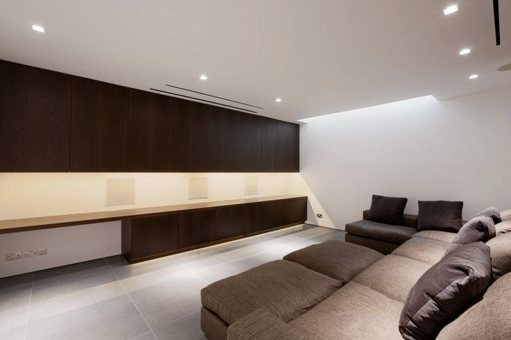 Gregory Phillips Architects. https://www.homify.co.uk/ideabooks/39458/luxury-recliner-sofas