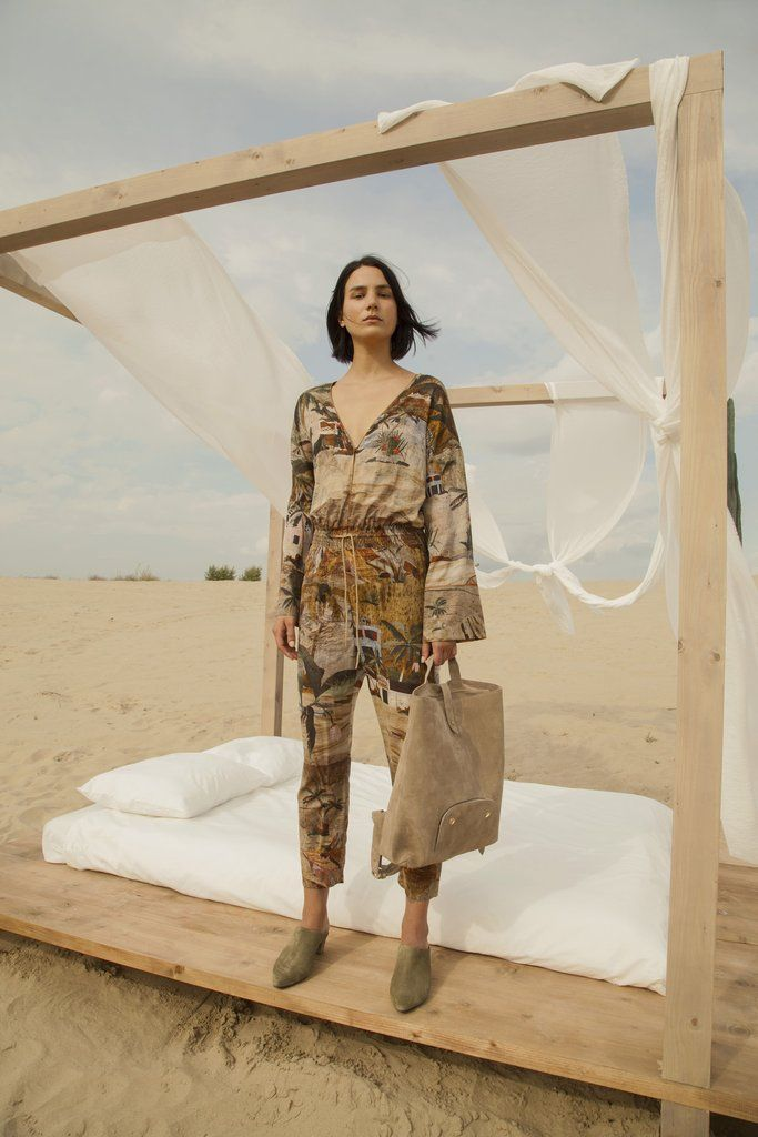 Travelouge Spring/Summer '17 Our imaginary woman is the Traveler.She is natural, who likes functionality but values spirituality. Finding the mutual language be