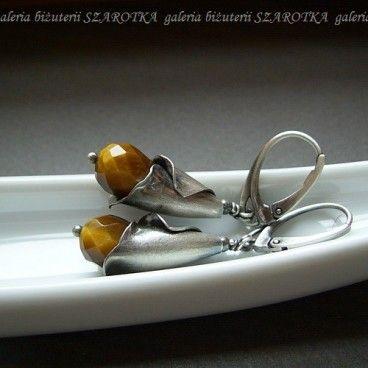 Mów do mnie tygrysie kolczyki Kolczyki wykonane z fasetowanych kropli tygrysiego oka wielkości i oksydowanego srebra, w tym kielichy wielkości 18 mm.   www.KuferArt.pl