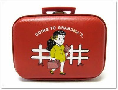 I had a suitcase just like this and I used it every weekend to go to my grandparents' house.