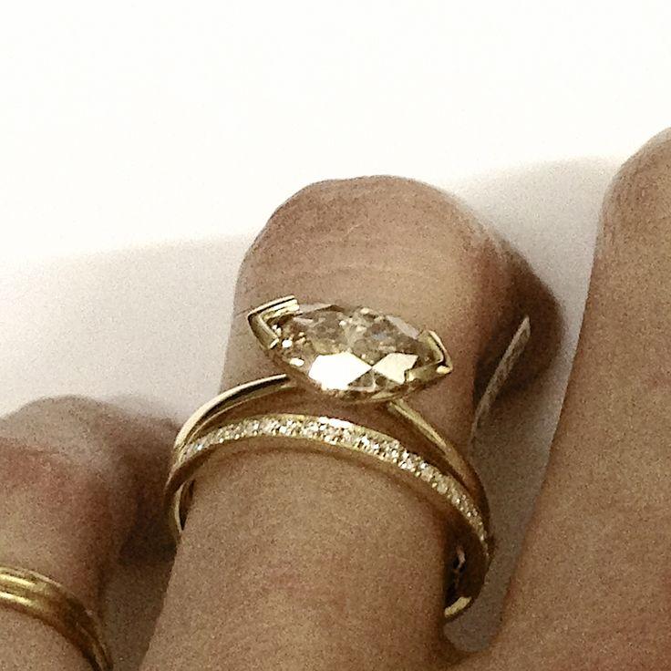 Magic majestic marquise 18ct gold Champagne diamond