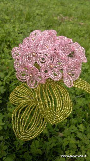 tutorial fiori di perline ortensia l'ortensia è uno dei miei fiori preferiti, è spettacolare da vedere in piena fioritura con i suoi grandi fiori che resistono per tutta l'estate, dai meravigliosi colori incorniciati dal verde delle foglie sempreverdi , anche