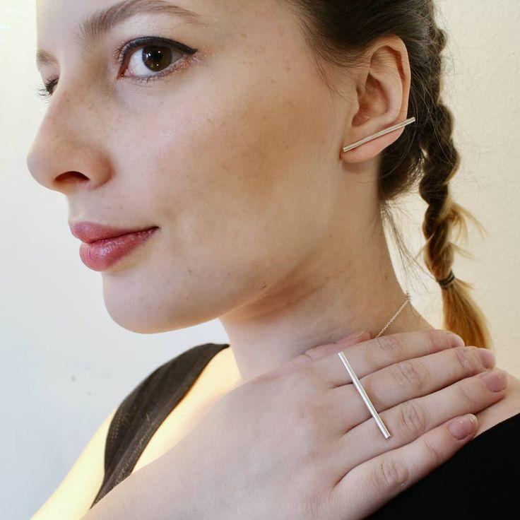 Stick Earring and Horizontal Ring✨ I have made a YouTube video showing and explaining (in danish) how the lovely Stick Earrings work😍#KnappmannDesign #silver #gold #sølv #guld #smykker #newvideo #jewellery #jewelry #DanskDesign #DanishDesign #youtube #youngentrepreneur #entrepreneurlifestyle #iværksætter #entreprenør #handcrafted #handmade #håndlavet #pretty #howto #video #ring #rings #earring #earrings #earcrawlers #earcrawler