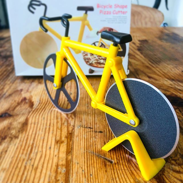 Hahahaha 🤣I've just been given this AMAZING pizza cutter from a friend whilst my commuter bike is waiting for repairs. I think I'll get more use of out of this than a normal bike at the moment!! #pizza #pizzacutter #cycling #bike #yellow #yellowbike