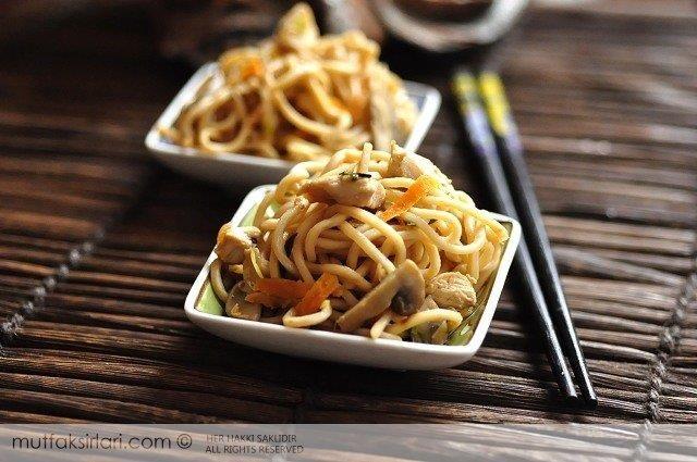 Tavuklu Çin Makarnası Tarifi | Mutfak Sırları