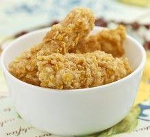 Recette - Poulet KFC poulet frit kentucky fried chicken - Proposée par 750 grammes Ingrédients 10 pilons de poulet 100g de farine 1 c à s d'ail séché 1 c à s d'origan séché 1 c à s de paprika en poudre 1 oeuf Un peu de lait Sel, poivre De l'huile pour friteuse
