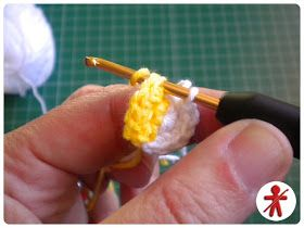 AmigurumisFanClub: Photo-tutorial: Minion's eye step by step · Foto-tutorial: El ojo de Minion, paso a paso