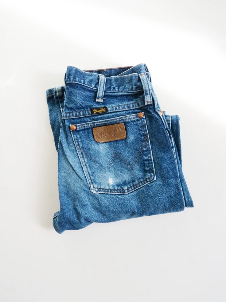 Vintage high waist wrangler jeans // mid-wash vintage jeans -  I had a favourite pair of wranglers which I wore to a gorgeous patina before I layered the legs taking them from the flares of the 70s to the skinny jeans of the 80s. I still miss them today...