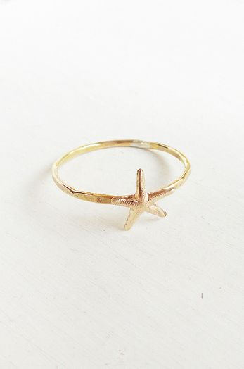 Starfish Ring oh I gotta have this, I love love love starfish and octopus and sea horses and well, all the life in the ocean!