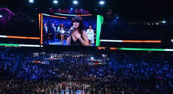 Imelda May sang the Irish national anthem in Las Vegas last night before the Mayweather-McGregor fight.