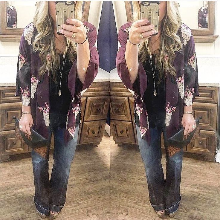 Only TWO small { Flowers in Her Hair Kimono } left!!  $44 with free shipping! BuckinWildDesigns.com #fallfashion #casuallychic #starchedjeans #shopBWD