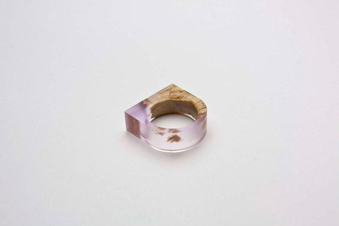Элегантное кольцо от Marcel Dunger .