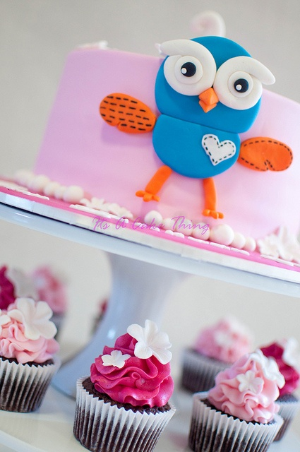 Hoot cake...going to attempt something like this for Lily's Birthday