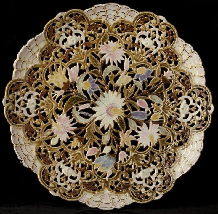 Hungarikumok - Zsolnay porcelán antik dísztál  fotó Gyimesi Imréné