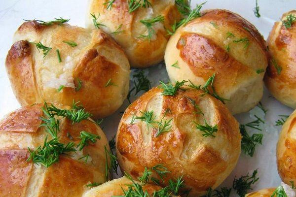 Что может быть прекраснее вкусного борща на обед? Только его сочетание с нежнейшими чесночными пампушками. Это отличная замена хлеба, да и готовятся они очень прос�…