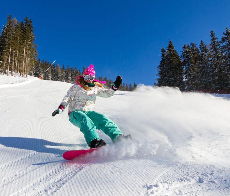Shape Up #70 Snowboard: Σερφάροντας στο χιόνι... Εάν το καλοκαίρι δοκίμασες σέρφινγκ και σου άρεσε ή θες να κάνεις ένα χειμερινό άθλημα διαφορετικό από τα συνηθισμένα, φέτος βάλε στόχο να δοκιμάσεις το snowboard... (http://gynaikaeveryday.gr/?page=calendar&day=2015-12-29)