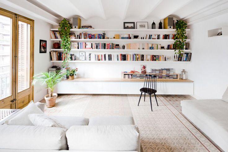 Hoy os queremos enseñar la reforma de una vivienda situada en Barcelona en la que se han unido dos plantas y se ha recuperado el encanto y el carácter de las baldosas hidráulicas.Este proyecto es obra de los arquitectosAnna y Eugeni...