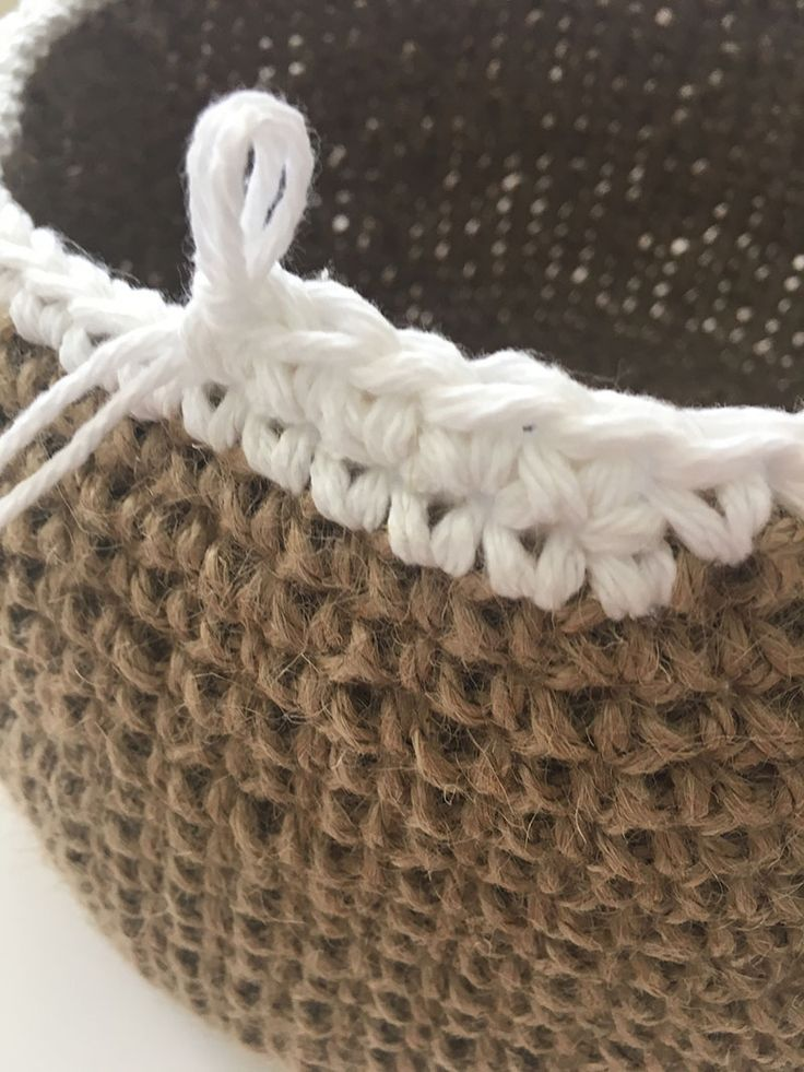 Jute Baskets free pattern, trendy and decorative can be used anywhere at home, good for the bathroom or to store, magazines or a yarn stash