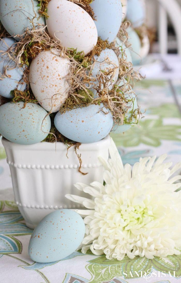 Easter Craft - DIY Easter Egg Topiary.  #DIY #Easter #craft #topiary http://sandandsisal.com/2015/03/easter-table-setting.html❤️