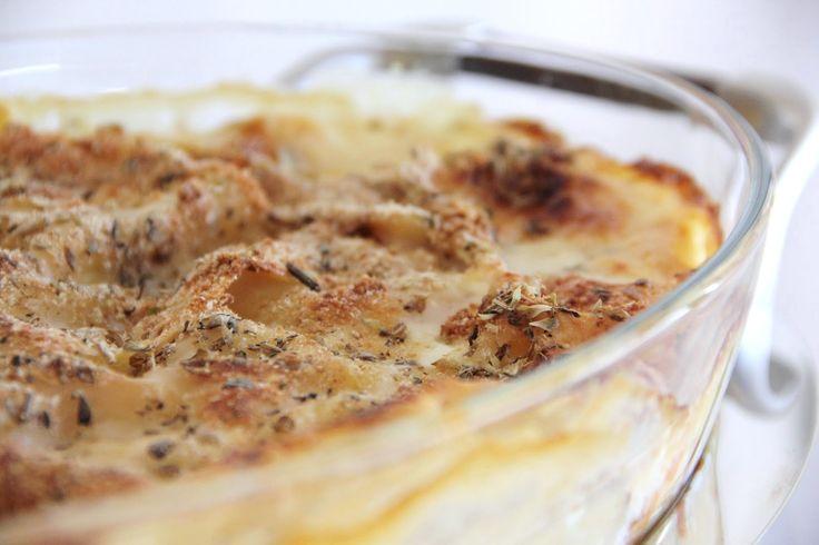 Esta é a receita de lasanha de eleição da Joana Nunes do blog Camomila Limão: uma mistura de peixe e legumes, com as suas ervas aromáticas de preferidas