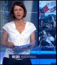 Après le top Alhena coloris rose, Carole Gaessler charmante présentatrice du journal télévisé de France 3, a une fois de plus assuré le Soir 3 avec le même top Un Jour Ailleurs, mais blanc cette fois !