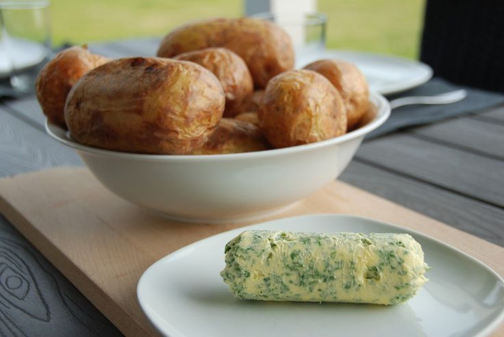 Bagte kartofler med hjemmelavet persillesmør