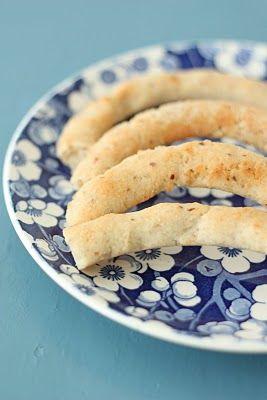 BADENBADEN: Sunne julekaker: Kransekakestenger  - legg mandlene i bløt i omlag 6 timer eller natten over.