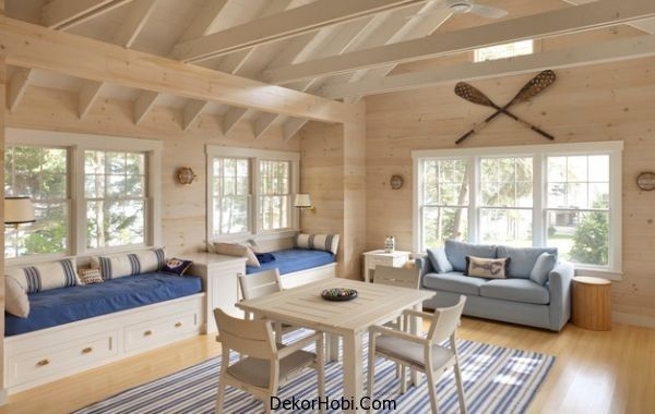 Nautical-themed-family-room-with-daft-daybeds