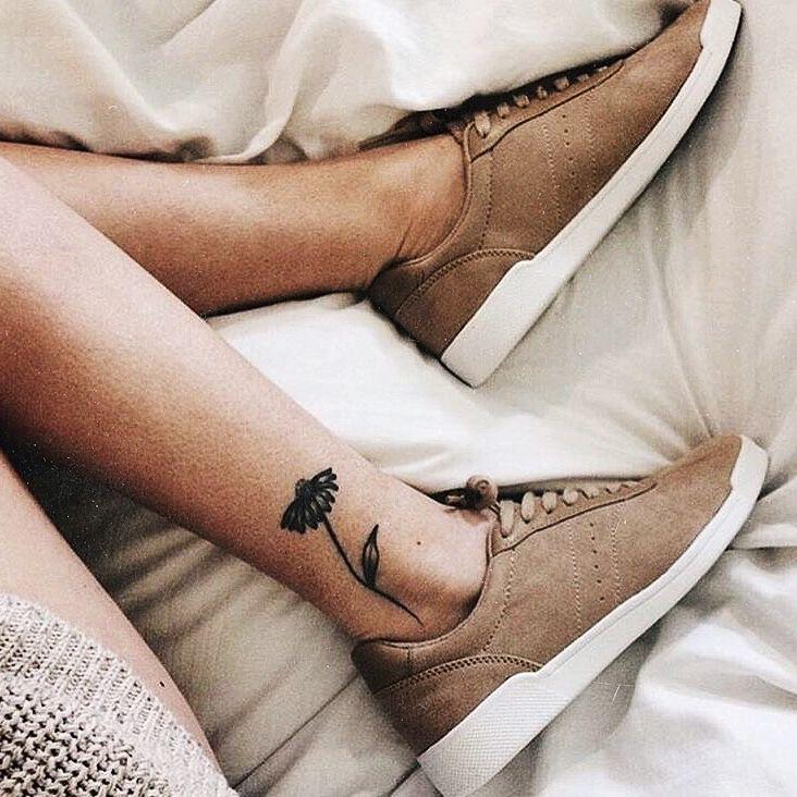 best 25 sole tattoo ideas on pinterest sun mandala simple sun tattoo and star doodle. Black Bedroom Furniture Sets. Home Design Ideas