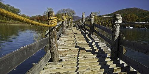 Pontoon Wooden Hut Bridge